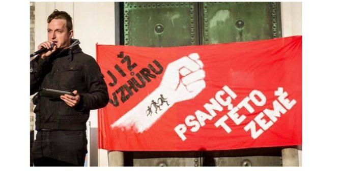 HateFree, ČT, Antifa, zelení a antisemita na jednom pódiu. Tak vypadá demonstrace proti nenávisti