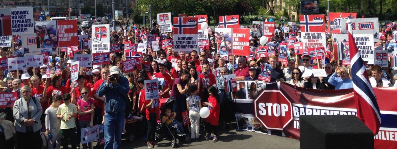 Proti Barnevernetu protestovaly stovky tisíc lidí po celém světě