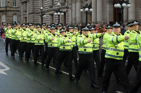 Policie v Glasgow vybízí občany k autocenzuře a vyhrožuje: navštívíme vás!