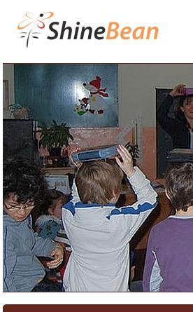 Pracovnice Shinebean nechala děti házet hlínu na kresbu Zemana. Byla propuštěna