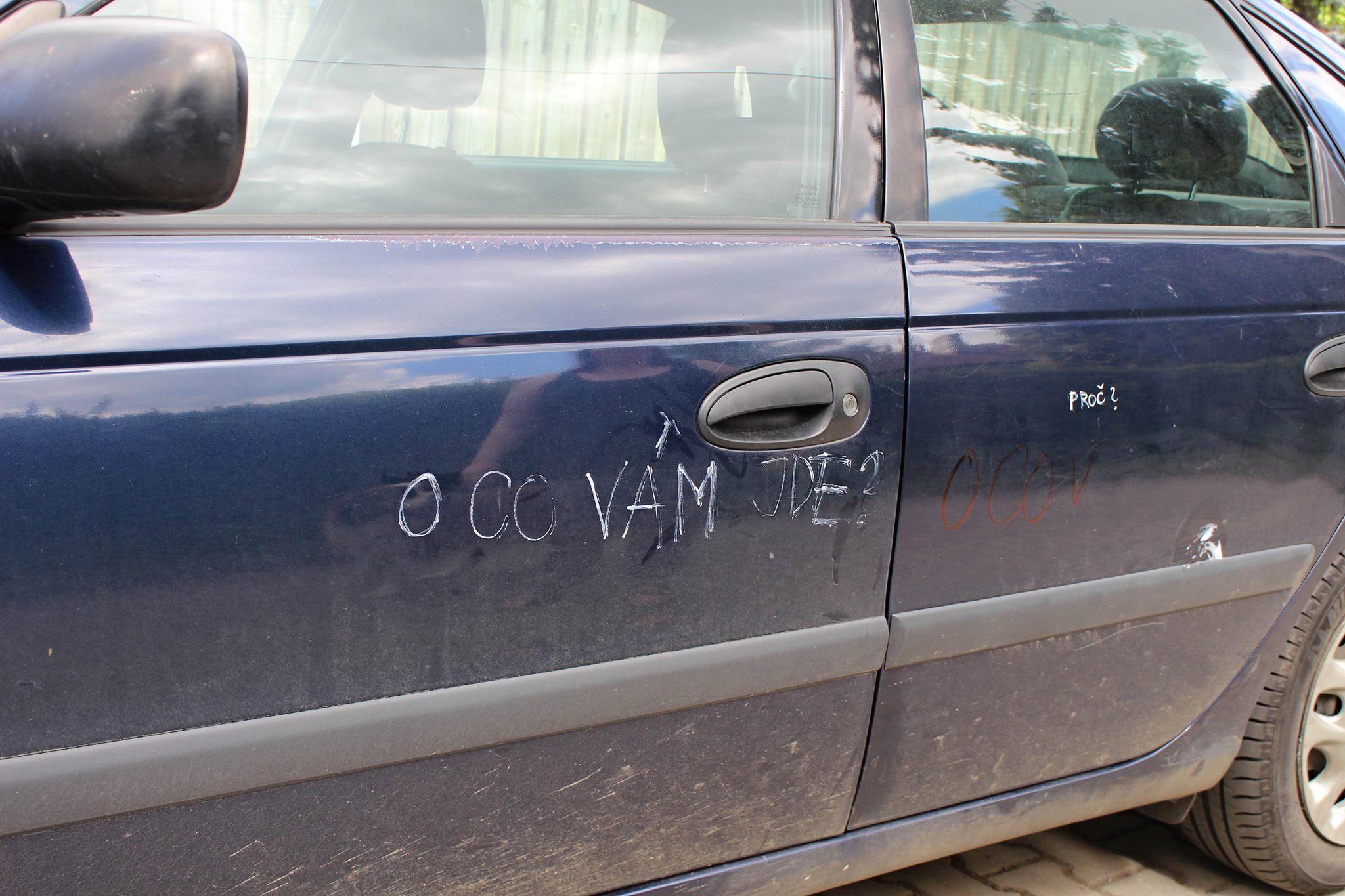 O co Vám jde, ptají se vandalové sociologa Hampla. Není to první takový útok