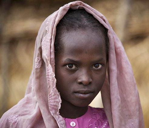 Mnoho dětí se rodí do chudoby a nemocí, v reklamách však přispíváme na děti a ne na ochranu