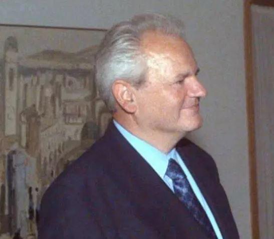 Slobodan Miloševič byl zproštěn obvinění z válečných zločinů