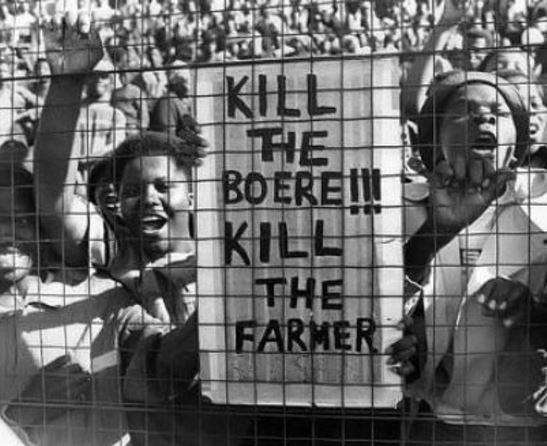 Africký vrchol multikulturalismu: běloši utíkají z JAR, jsou hromadně vražděni