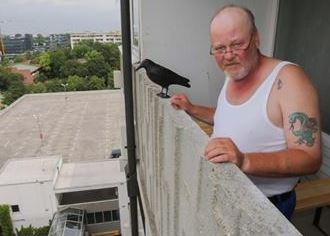 Muž, který v Mnichově z balkónu pokřikoval na íránského vraha, čelí trestnímu oznámení