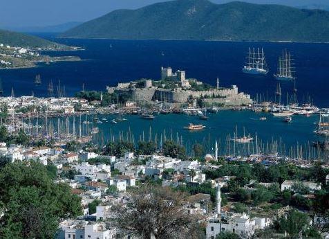 Bohatí Turci vysávají evropský sociální systém. Dávky utrácí na svých jachtách