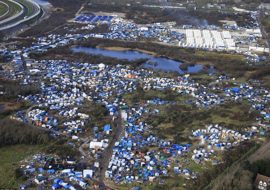 """Za """"Džungli"""" v Calais mohou asi kamioňáci. Dostávají tučné pokuty za migranty, o kterých nevědí"""