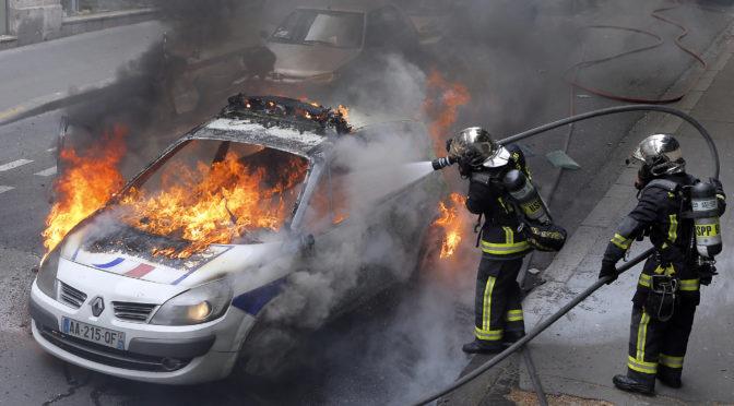 26.10.2016, v poledne. Policisté v Paříži určili termín manifestace