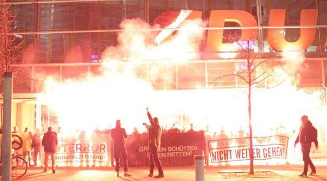 Německá Identita blokovala centrálu CDU. Antifa hrozí: Máme vaše fotky!