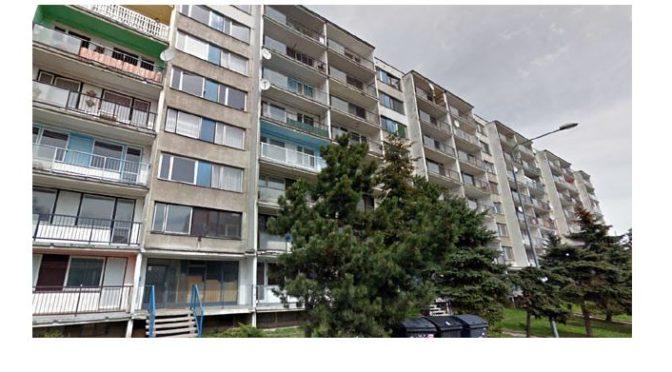 Romové zničili bydlení v Janově. Nyní chtějí opravu a podporuje je Romea