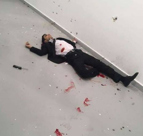 Útočník, který zabil ruského vyslance, byl při střetu s policií zastřelen