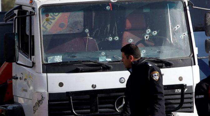Palestinec v Jeruzalémě zabil náklaďákem 4 Izraelce, poté byl zastřelen. Muslimové slaví (video)