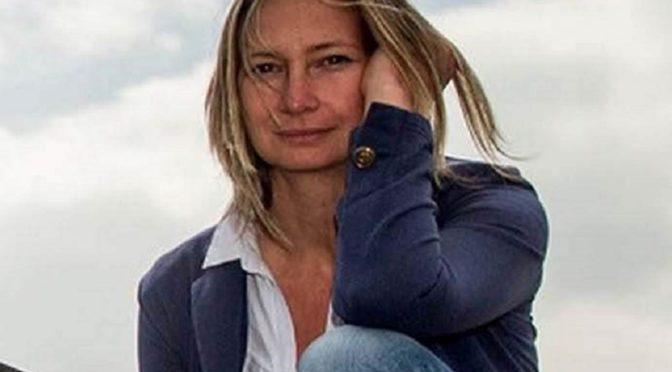 Maďarská novinářka dostala trest za kopání do migrantů, samotné migranty nikdo netrestá