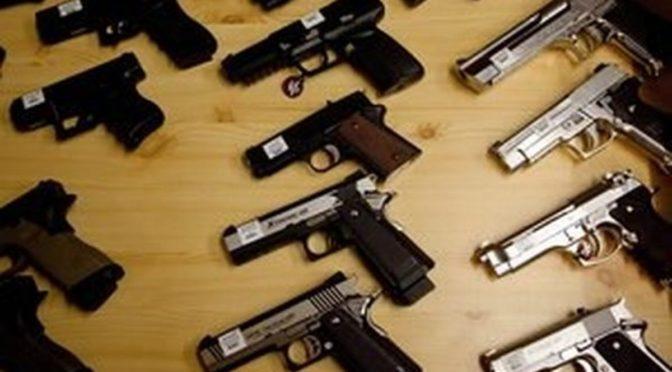 Trestných činů spáchaných legálně drženými zbraněmi je naprosté minimum, tvrdí policejní prezidium