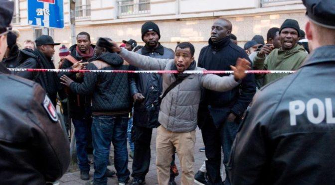 3 proti 100. Afričané v Hamburku projevili agresivitu vůči policistům
