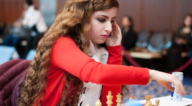 Dva šachisty vyloučil Írán z reprezentace. Jeden hrál s Židem, jeho sestra se nezahalila