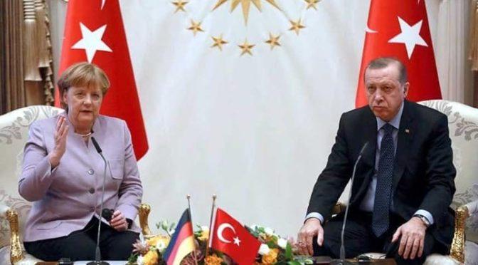 """Podřízení německé kancléřky vůči Turecku. Pojem """"islamistický teror"""" uráží muslimy"""