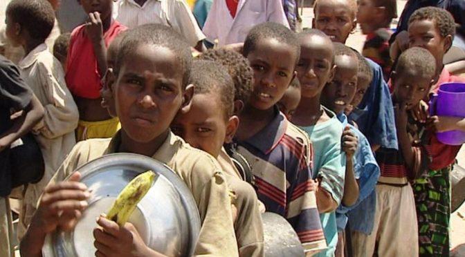 Humanitární organizace jsou spoluviníkem humanitární katastrofy v Africe