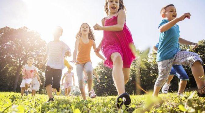 Nepustili ji s dětmi na dětské hřiště kvůli bílé barvě pleti