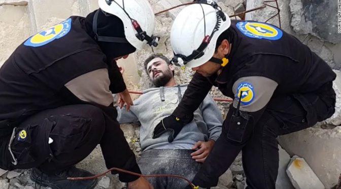 """""""Fake záchrana"""" dobrovolníků ze Sýrie: Proč to udělali?"""