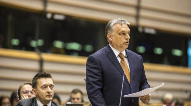 Orbán mluvil v Evropském parlamentu: Členové EU by se neměli vzdávat svých odpovědností, řekl