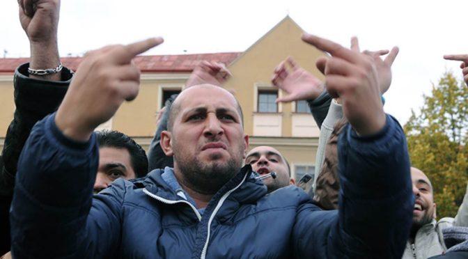 Romea: Rom hajlováním reaguje na rasismus, běloch hajlováním projevuje nenávist