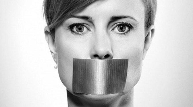 Levicoví aktivisté pořádají nahlašovací akce nepohodlných facebookových profilů