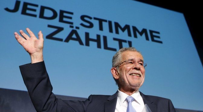 Exmuslimky kritizují rakouského prezidenta. Šířite kulturní relativismus a čistý sexismus, napsaly mu