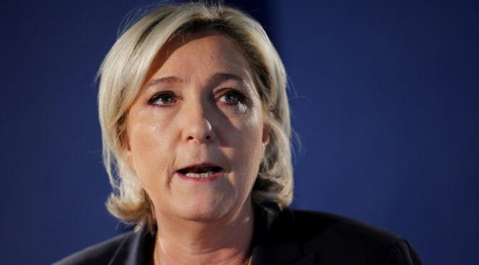Kupčení s hlasy ve Francii proti Le Penové. A média tleskají