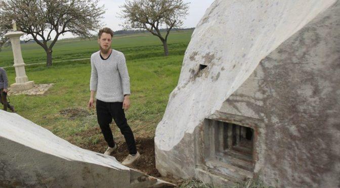 Uřízl kus pohraničního bunkru a mluví o umění. Chtěl z toho přitom udělat byznys