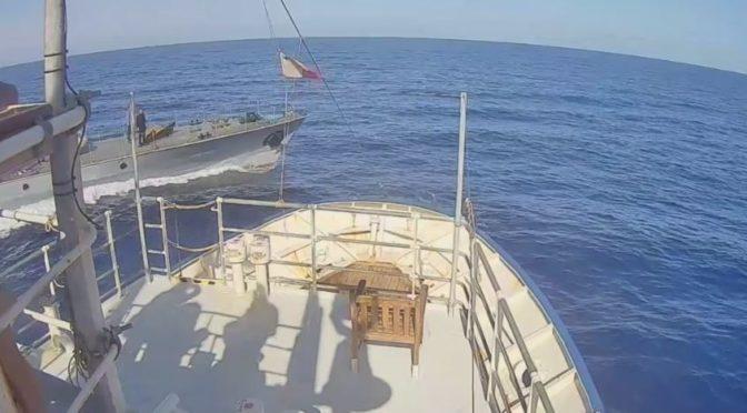 Loď německé neziskovky hledala u Libye migranty vhodné k pašování do EU. Málem se srazila s pobřežní stráží