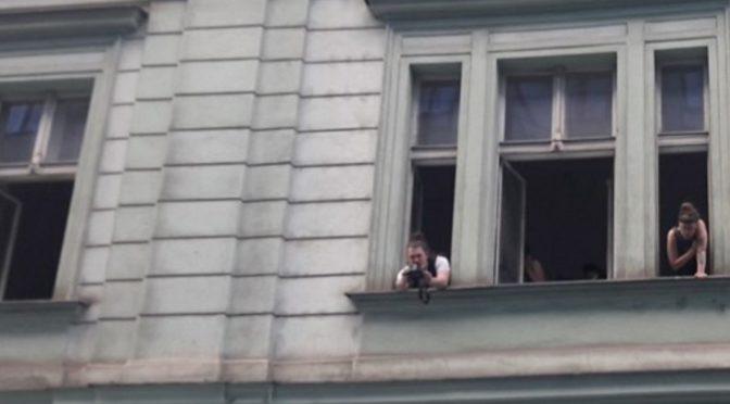 Multikulturní odpůrci potratů obsadili dvě budovy na Praze 5