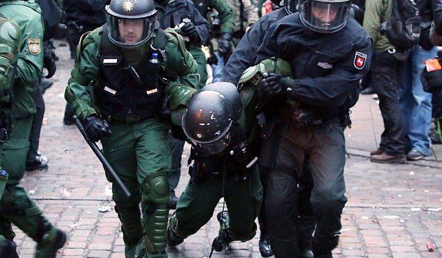 Německá policie má zřejmě příkaz: levicové extremisty nechte na pokoji