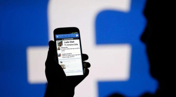 Holčička čelí na Facebooku urážkám i výzvám k znásilnění. Autoři jsou Romové
