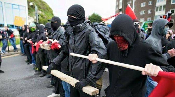 Antifa sleduje domnělé nácky, mlátí je a zařizuje výpověď z práce, přiznala se CNN