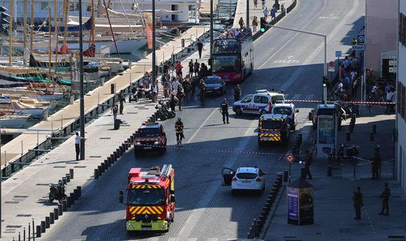 V Marseille v rozmezí hodiny někdo srazil dvě autobusové zastávky