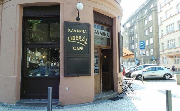 Člen zelených vyhrožuje kavárně. Podle jeho slov chce hostit neonacisty