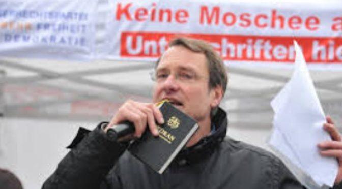 O kauze Němce odsouzeného za sdílení fotografie muslima s nacisty