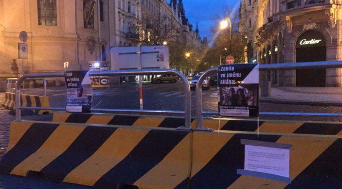 Zabit ve jménu Alláha! Spolek IVČRN v centru Prahy připomněl oběti muslimských vrahů