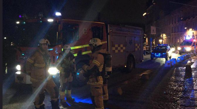 Po muslimských protestech ve švédském Göteborgu byla málem vypálena synagoga plná lidí
