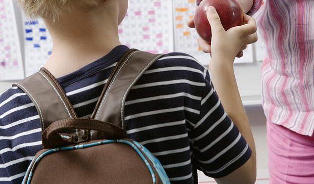Škola dopuje žáky léky na změnu pohlaví. Rodiče nic neví, většinou jde o autisty